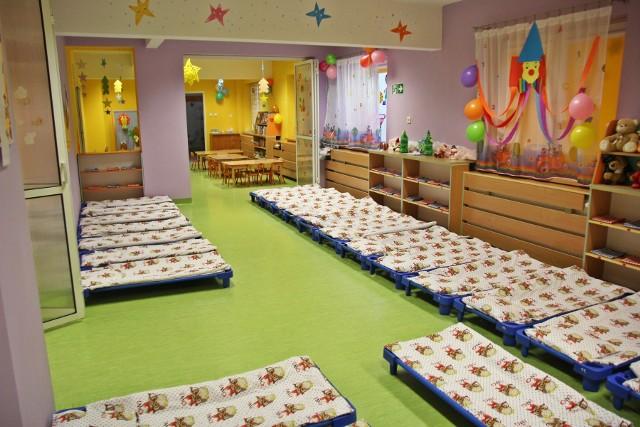 Zapisy do żłobka miejskiego na kolejny rok szkolny w Sosnowcu odbędą się elektronicznie. Zobacz kolejne zdjęcia. Przesuń zdjęcia w prawo - wciśnij strzałkę lub przycisk NASTĘPNE