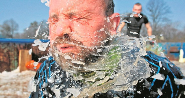 Coś dla prawdziwych twardzieli: ekstremalny bieg Runmageddon na sopockim hipodromie. Zobacz też wideo z Runmageddonu