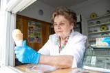 """Walentyna Michaluk w """"Pingwinie"""" wyrabia lody tą samą recepturą już od 55 lat"""