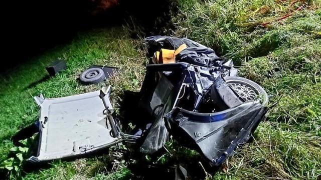 Wypadek w Kiezmarku gm. Cedry Wielkie 25.09.2021. Zakleszczonego kierowcę ratowali strażacy