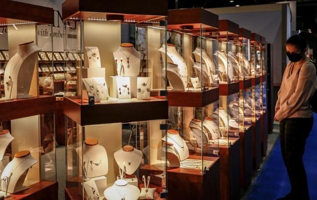 Ze sklepu jubilerskiego w Grudziądzu skradziono różną biżuterię wykonaną ze złota i srebra. Jej wartość wstępnie  ustalono na ok. 160 tysięcy złotych (Zdjęcie ilustracyjne)