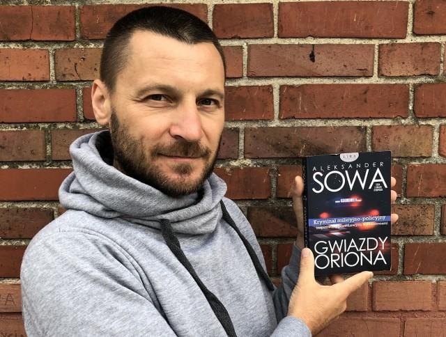 """Powieść """"Gwiazdy Oriona"""" należy do tzw. serii astronomicznej Aleksandra Sowy. Ukazała się w warszawskiej oficynie LIRA."""