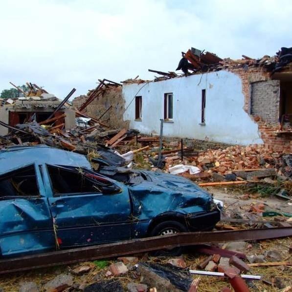 Największe straty po trąbie powietrznej są w Balcarzowicach. W tej wsi na odbudowę i remonty domów potrzeba ponad 11 milionów złotych.