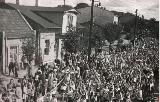 Tłumy na powiatowych dożynkach 1964 w Aleksandrowie Kujawskim
