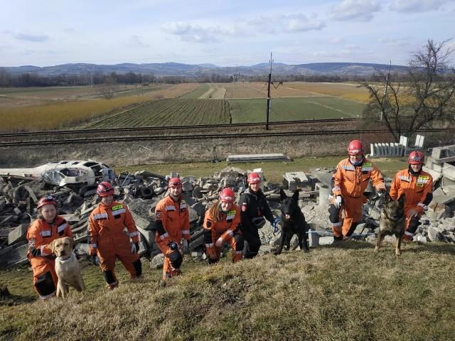 Grupa Poszukiwawczo-Ratownicza w OSP Goszcza działała od kilku lat. Ratownicy i ich psy szkolili się nieustannie, mieli sporo sukcesów