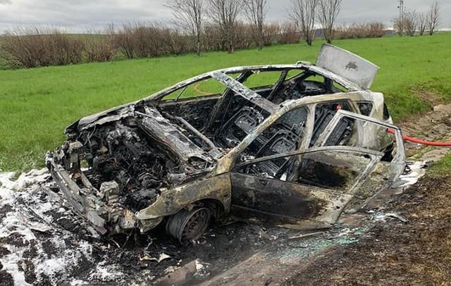 Tak wyglądał samochód po wypadku.