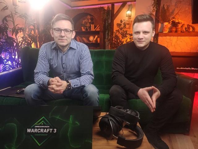 """Piątkowy turniej komentują Tomasz """"TeRRoR"""" Pilipiuk i Michał 'Saintnomore' Pawłowski."""