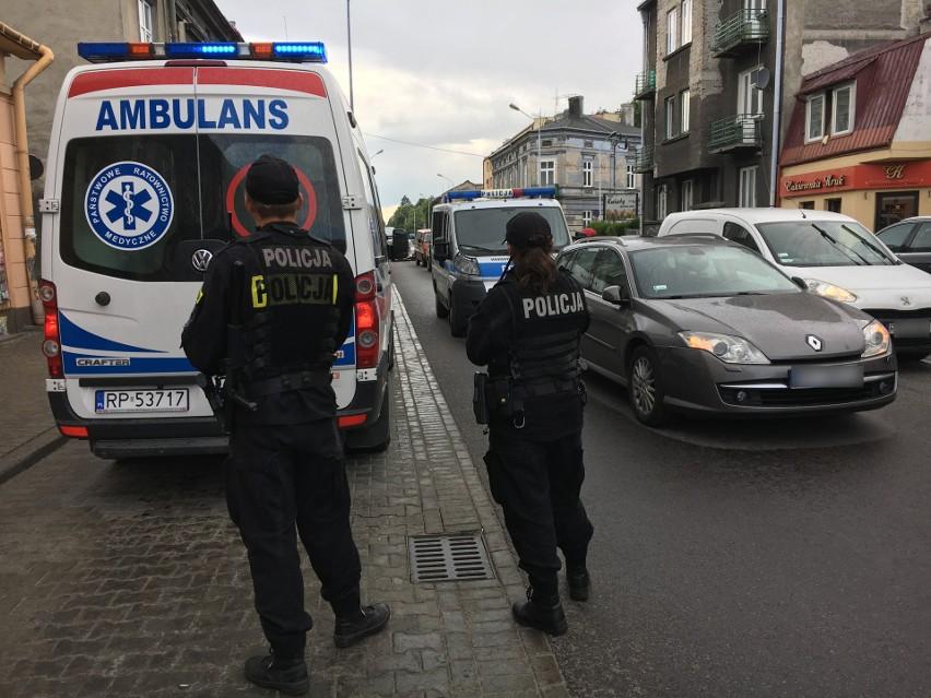 Policjanci pracują na miejscu wypadku na ul. Grunwaldzkiej w...