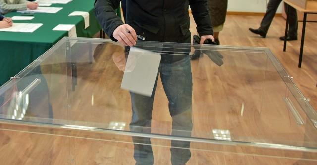 26 maja wybory do Parlamentu Europejskiego. Jak głosować, aby6 oddać ważny głos? Kto ma szanse na mandaty?