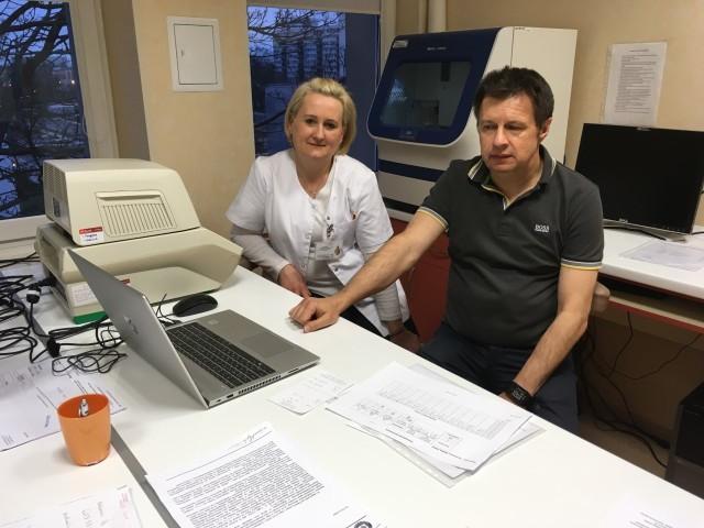 Prof. Marcin Moniuszko zaznacza, że w pracę laboratorium zaangażowany jest cały sztab naukowców z UMB. Zespół działa na terenie Akademickiego Ośrodka Diagnostyki Patomorfologicznej i Genetyczno-Molekularnej kierowanego przez prof. Joannę Reszeć oraz Zakładu Klinicznej Biologii Molekularnej UMB kierowanego przez prof. Jacka Niklińskiego.
