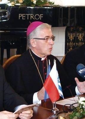 Bp Wiktor Skworc zaapelował w Słowie pasterskim do centrali Narodowego Funduszu Zdrowia w Warszawie. Fot. Janusz Smoliński