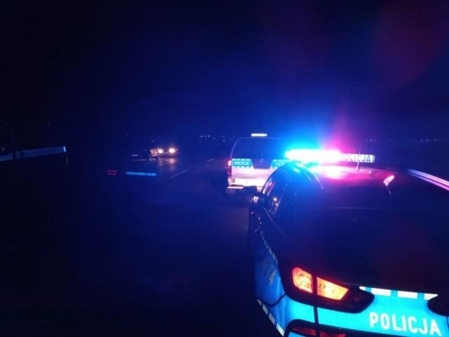 Do tragicznego w skutkach wypadku doszło we wtorek przed północą, 6 kwietnia 2021 na trasie DW 216 pomiędzy Celbowem a Puckiem. Potrącony mężczyzna nie przeżył.