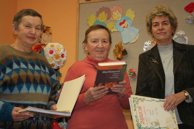 Danuta Łoś (z lewej): - Lubię pokłócić się o książkę w Klubie Dyskusyjnym. Irena Lamus: - Odbiło mi, pozytywnie, że otworzyłam punkt biblioteczny. Gabriela Kerber: - Z książek robię ściągi i jadę w podróż