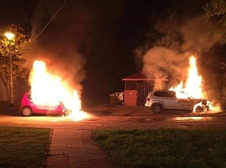 Pożar samochodów na ulicy Zamkowej w Gdańsku Osowej