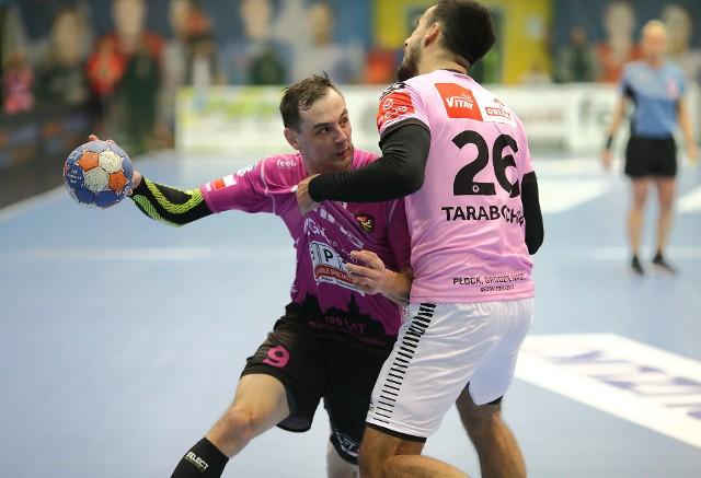 Sebastian Iskra (na zdjęciu z piłką) został nowym szczzypiornistą KSZO Ostrowiec Świętokrzyski.