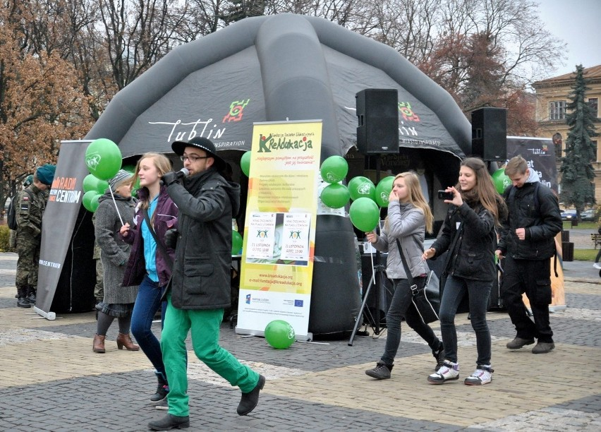 Krąg Życzliwości na placu Litewskim.