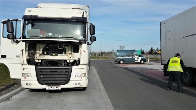 Pojazd poruszał się bez konieczności tankowania tzw. czynnika AdBlue, co z kolei wpływało na pogorszenie jakości spalin.