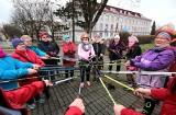 Z okazji Dnia Kobiet, kolorowy marsz Nordic Walking w Grudziądzu [zdjęcia]