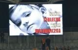 Uczcili pamięć Hani Terleckiej. Minuta ciszy przed meczem Korony Kielce z Wisłą Płock na Suzuki Arenie [ZDJĘCIA]