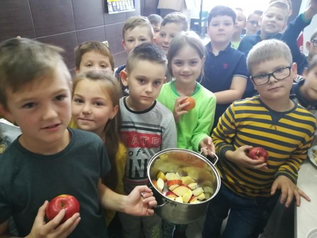 Dzieci same obrały i kroiły owoce