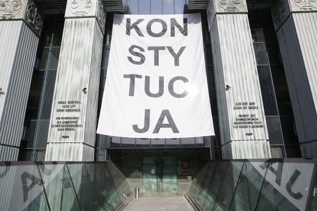 08.10.2018 warszawasad najwyzszy budynek baner konstytucja wymiar sprawiedliwoscifot marek szawdyn/polska press