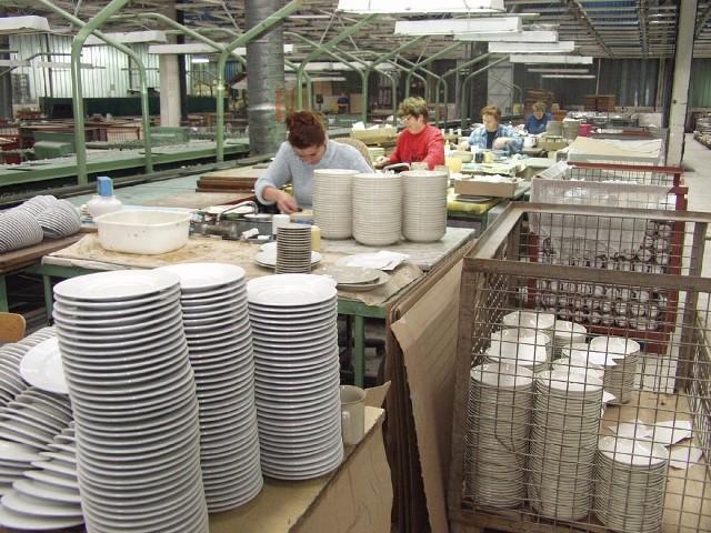 """Tułowicki """"Porcelit"""" nadal produkuje, ale z każdym dniem jego sytuacja staje się coraz trudniejsza."""