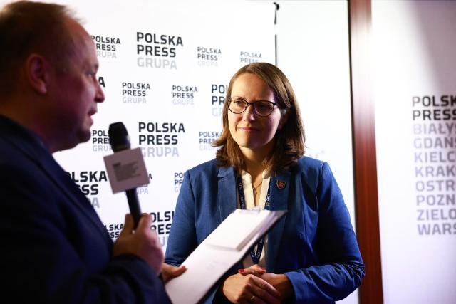 Magdalena Rzeczkowska, wiceminister finansów, szef Krajowej Administracji Skarbowej: - Największym wyzwaniem dla Krajowej Administracji Skarbowej będzie wchodzenie jeszcze mocniej w Internet. Przede wszystkim to jest konieczność informatyzacji. To są właśnie te e-faktury, ale też budowa bardzo silnej analityki.