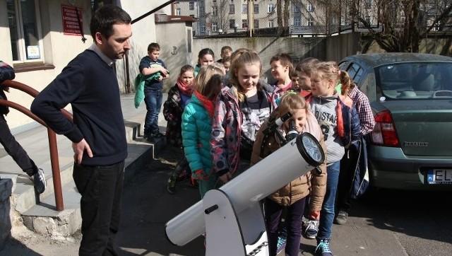 """Obserwacje pod okiem pracowników łódzkiego planetarium odbędą się dzisiaj w """"botaniku""""."""