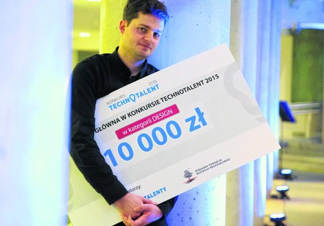 10 tys. zł - tyle wynoszą nagrody główne w konkursie Technotalenty 2015. Jan Godlewski zdobył swój czek w kategorii Design. Za projekt o nazwie NUNO - łóżeczko na oddział neonatologii.