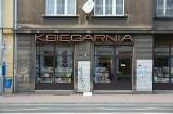 Kraków. Neon księgarni ma szansę znowu zabłysnąć w Muzeum Podgórza