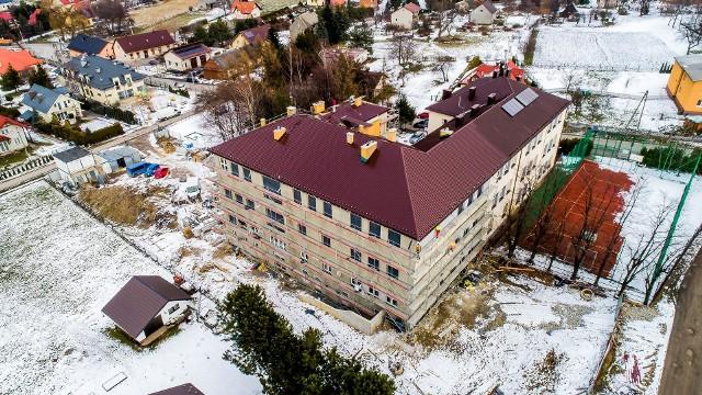 Rozbudowa szkoły w Mietniowie - za prawie 6,5 mln zł, finansowana z całości z wielickiego budżetu - zmierza do finału. W II etapie ma powstać tu sala gimnastyczna. Nie wiadomo czy tak będzie, bo dotacja na to zadanie z FIL okazała się bardzo mała