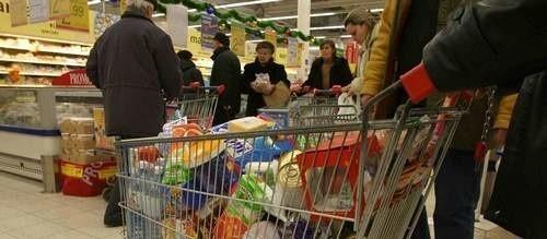 Pracownicy handlu mają  zarabiać najmniej 2 tys. zł