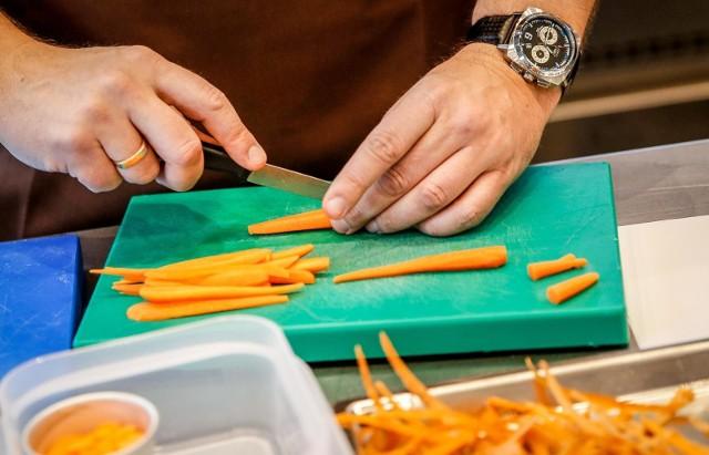 - W skali całego kraju wzrosty wynosiły ok. 30 proc., ale to cateringi, które powstały nie dalej, jak w ciągu ostatnich 2 lat rozwijały się najszybciej- mówi ekspert.