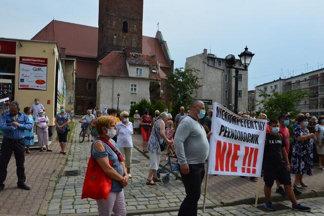 Demonstracja przed ratuszem w Szprotawie