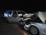 Tragiczny wypadek na trasie Bielsk Podlaski - Narew. Skoda zderzyła się z BMW. Kobieta zmarła w szpitalu. Zobacz relację strażaków