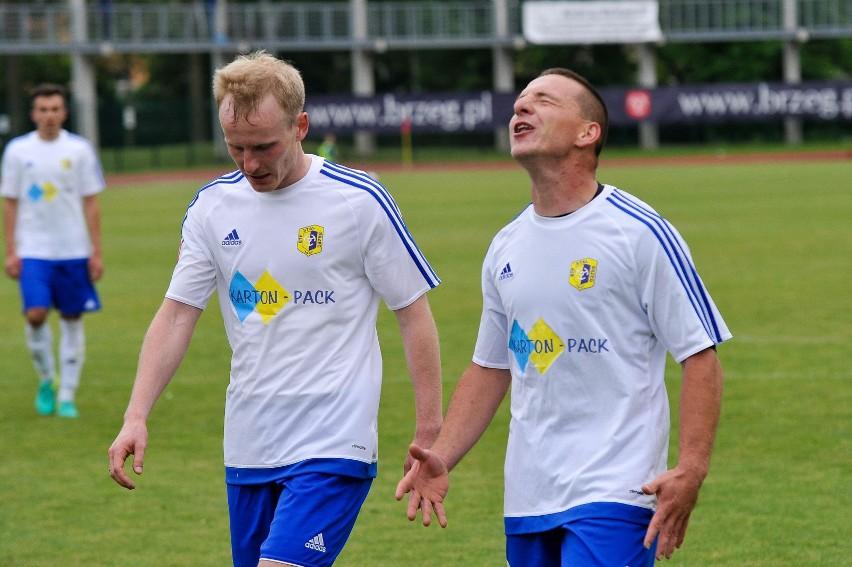 Kamil Zalewski (z lewej) i Marcin Mazur byli najbliżsi zdobycia bramki dla brzeskiego zespołu.