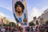 """Córka i była żona Maradony wzięły udział w wiecu """"Sprawiedliwość dla Diego"""". """"Pozwolili mu umrzeć. Skazali go na pewną śmierć. Do więzienia"""""""