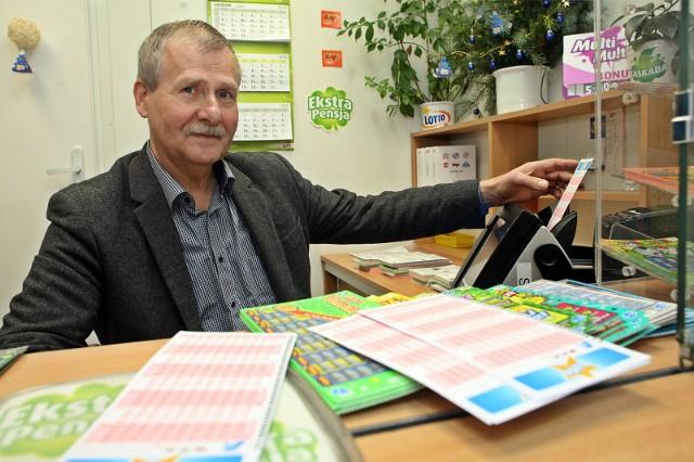 Jak wygrać w lotto? Pan Leszek pracuje w kolekturze Lotto przy ul Legionow 58 w której padła 6 w losowaniu Lotto