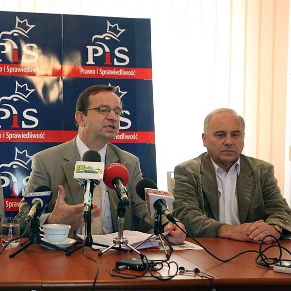Od lewej: wiceminister Władysław Ortyl i poseł Andrzej Szlachta.