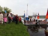 Pływanie Na Byle Czym. Zwycięska załoga świętowała na bulwarach (zdjęcia, wideo)