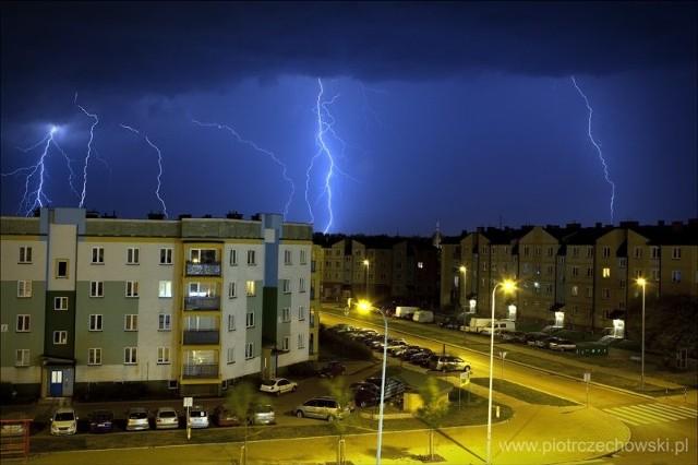 Zdjęcie pioruna wykonane przez naszego Internautę - ul. KEN w Białymstoku