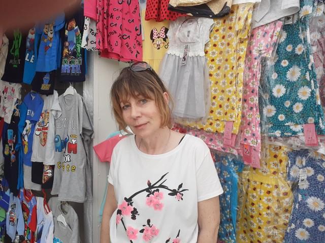 Ubranka dla dzieci? Pani Anita ma szeroki asortyment, co klienci doceniają.