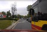 Wrocław. Szeryf w miejskim autobusie myśli, że pilnuje porządku. A łamie prawo
