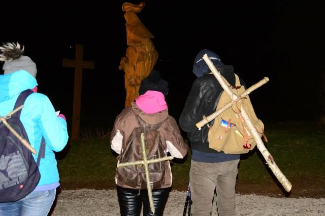 O godzinie 20 w Polanie (powiat bieszczadzki), ponad 30 pielgrzymów ruszyło na Ekstremalną Drogę Krzyżową. Mają do przejścia 45 kilometrów, między innymi zalesionymi zboczami najdłuższego bieszczadzkiego pasma górskiego – Otrytu. W drodze biorą udział mieszkańcy i turyści z całej Polski.
