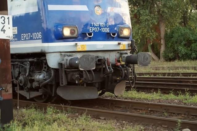 Zerwana sieć trakcyjna w rejonie stacji Szamotuły