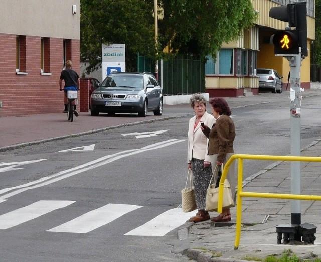 Wjeżdżając w ulicę Barnima nie zatrzyma nas już czerwone światło. Teraz jest migający ludzik, który pozwala kierowcy przejechać, pod warunkiem oczywiście, że na pasach nie ma pieszych.