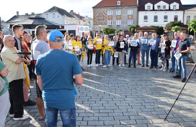 """Na Rynku w Inowrocławiu odbyła się akcja protestacyjna w sprawie """"lexTVN"""""""