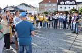 Inowrocław. Protest na Rynku w Inowrocławiu w sprawie ustawy medialnej. Zdjęcia
