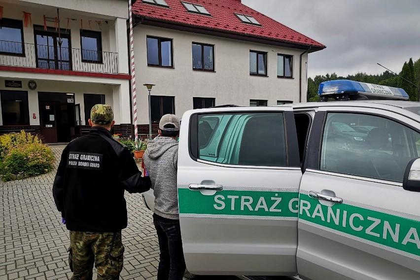 Trzech nielegalnych imigrantów z Turcji straż graniczna zatrzymała w Bukowcu w powiecie bieszczadzkim.