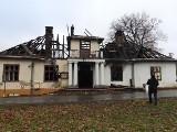 Pożar zabytkowego dworu w Kobylanach. Prokuratura umorzyła śledztwo. Historyczny obiekt został podpalony? [ZDJĘCIA]